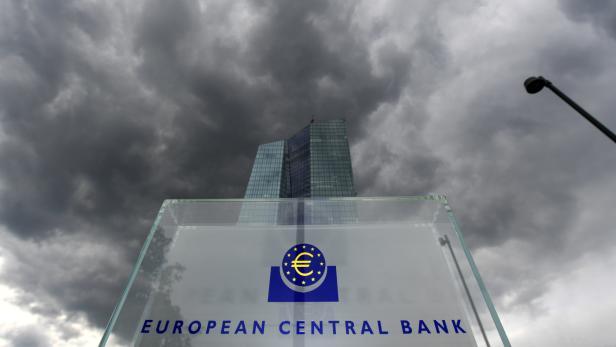 Dunkle Wolken über der EZB-Zentrale in Frankfurt am Main