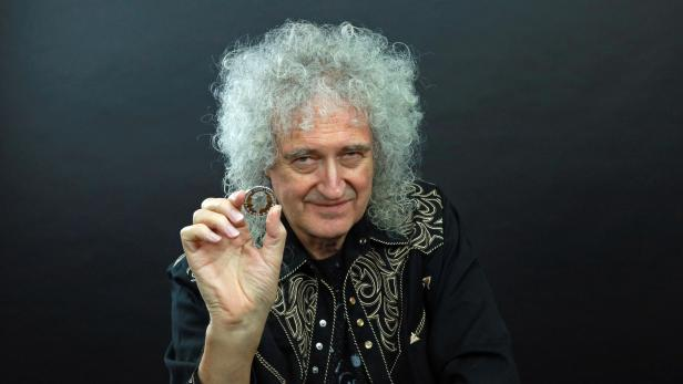 Queen, to be celebrated on UK coin