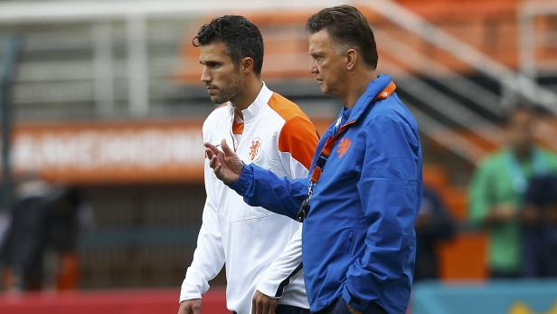 Netherland's Van Persie and coach van Gaal talk to each other during a team training session at the Pacaembu stadium in Sao Paulo