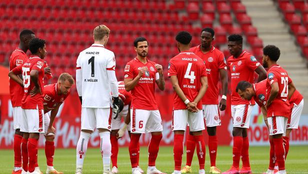 Bundesliga - 1. FSV Mainz 05 v FC Augsburg