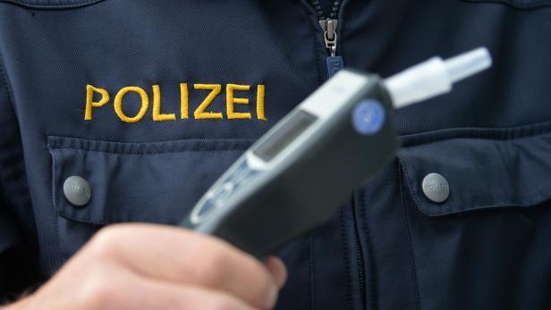 THEMENBILD: POLIZEI / VERKEHR / ALKOHOLKONTROLLE