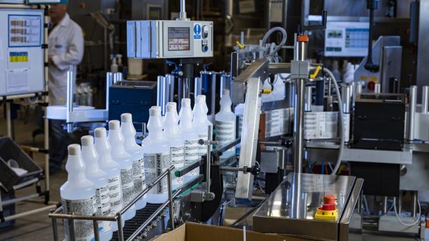 Hagleitner Hygiene: Kurzarbeit nach fast neun Prozent Jahresumsatz-Plus  Desinfektions-Produktion Tag und Nacht aufrecht