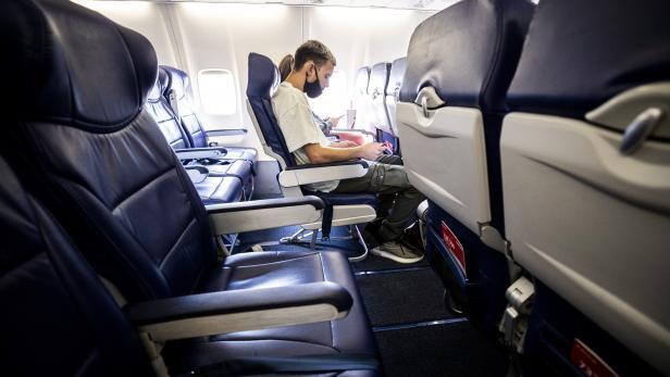 Airlines amid Coronavirus epidemic in Los Angeles