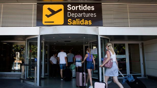 SPAIN-HEALTH-VIRUS-TOURISM-ECONOMY