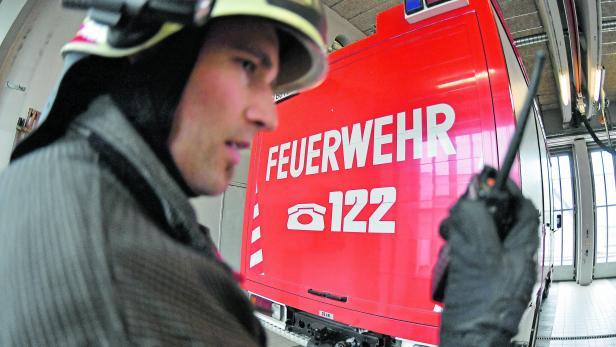 ++ THEMENBILD ++ SALZBURG: FEUERWEHR / NOTRUF / 122 / EINSATZKRÄFTE