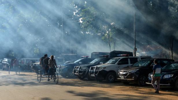 BANGLADESH-TRANSPORT-PEOPLE