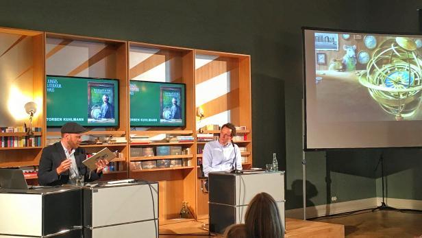Torben Kuhlmann im Literaturhaus Frankfurt/Main bei der Buchvorstellung, die online übertragen wurde