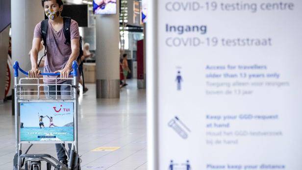 NETHERLANDS-HEALTH-VIRUS-TRAVEL-TESTING