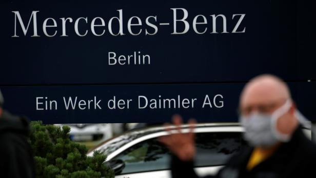 Daimler staff hold an employees meeting in Berlin