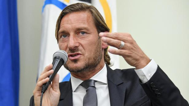 Former AS Roma captain Francesco Totti bids farewell to AS Roma