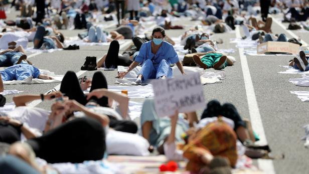 """Internal medical residents (MIR) demand """"decent working conditions"""" after COVID-19 emergency in Barcelona"""
