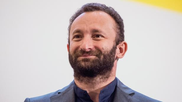 Kirill Petrenko signs a contract at the Berlin Philharmonic
