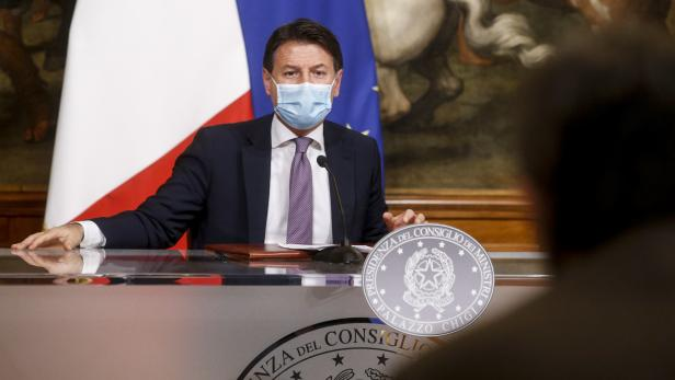 Second wave of Covid-19 pandemic; press conference at Chigi Palace