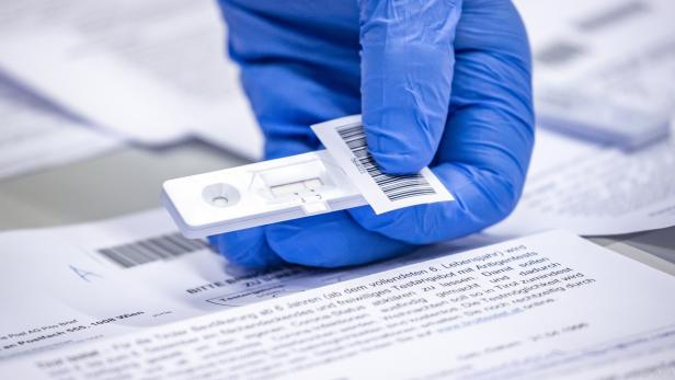 Positive Schnelltests werden via PCR-Test abgeklärt