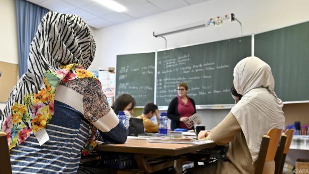 Illustration zum Thema Schule und Kopftuchverbot