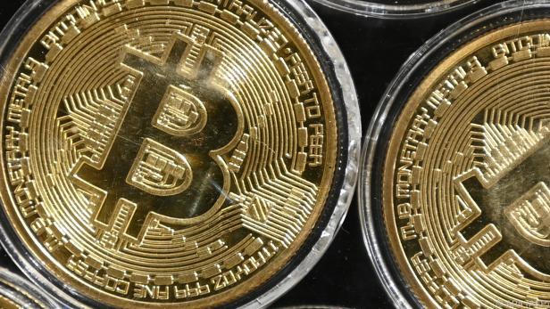 Von der Cyber-Währung Bitcoin gibt es auch Imitationen als Münzen