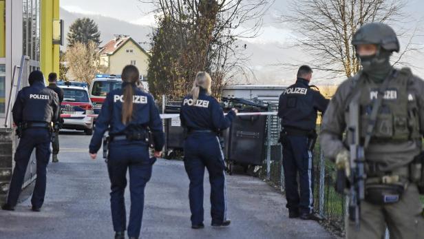 TIROL: SCHUSSABGABE NACH ATTACKE MIT STICHWAFFE IN INNSBRUCK - TÄTER VERLETZT