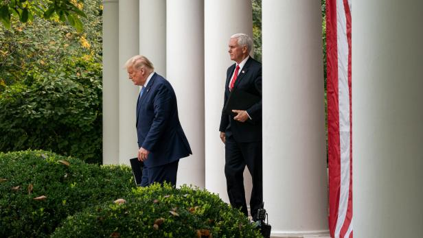 Democrats urge Mike Pence to remove US President Trump from White House
