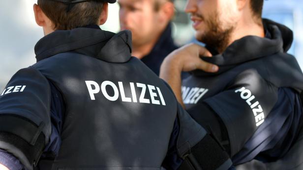 THEMENBILD:  FOTOTERMIN POLIZEIAUSBILDUNG / EINSATZTRAINING / SICHERHEITSKLEIDUNG