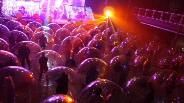 "Flaming Lips give socially-distanced ""Space Bubble"" concert in Oklahoma City"