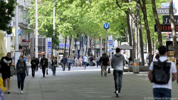 Die Mariahilfer Straße in Wien dient derzeit nur zum Spazierengehen