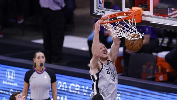 San Antonio Spurs at Sacramento Kings