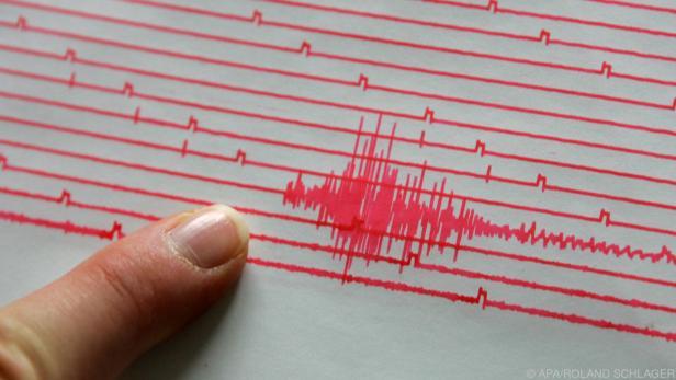 Starkes Erdbeben in Westindonesien