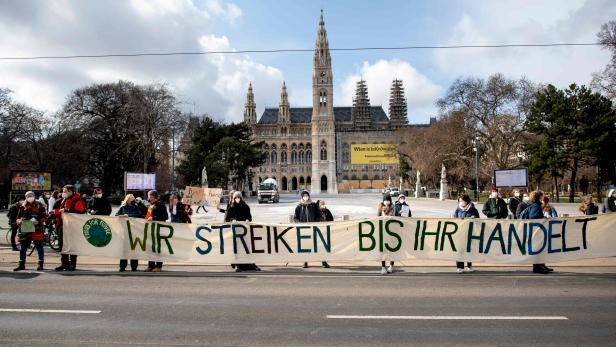 AUSTRIA-ENVIRONMENT-CLIMATE-PROTEST
