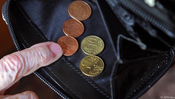 Personen mit niedrigerem Einkommen haben öfter ihren Job verloren