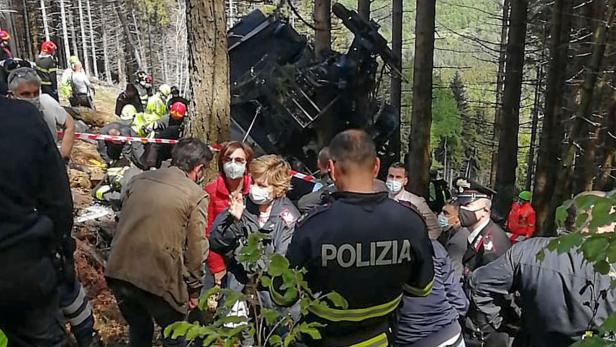 TOPSHOT-ITALY-ACCIDENT