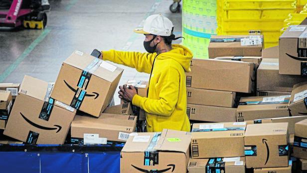 FILE PHOTO: Amazon's JFK8 distribution center in Staten Island, New York City