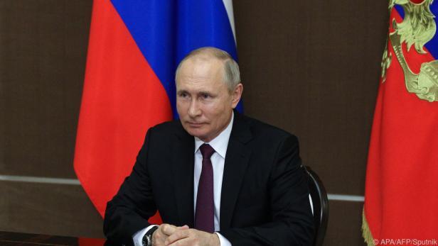 Russlands Präsident Putin stellt sich der Weltpresse