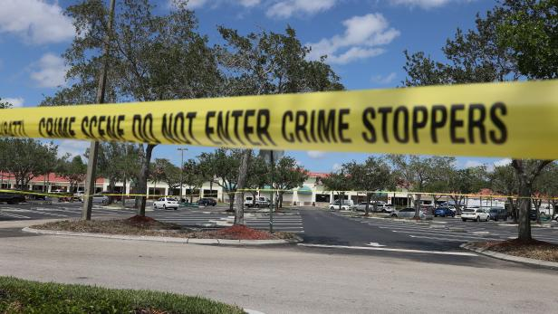 US-THREE-DEAD-IN-SHOOTING-INSIDE-PUBLIX-GROCERY-STORE-IN-ROYAL-P