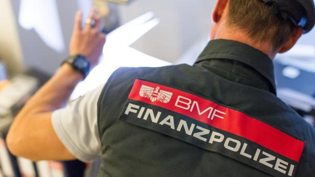 Kontrollgang der Finanzpolizei