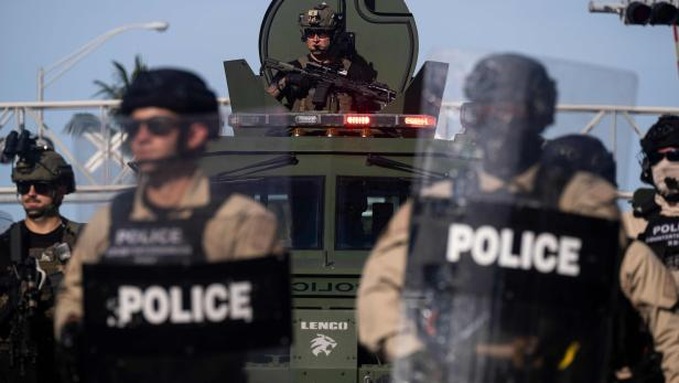 FILES-US-POLITICS-UNREST-MILITARY-POLICE