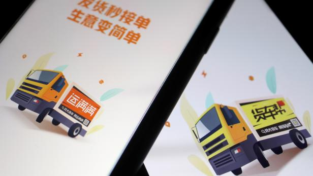 Illustration picture of Chinese truck-hailing apps Huochebang and Yunmanman