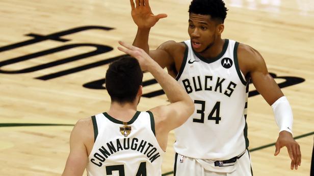 Phoenix Suns at Milwaukee Bucks