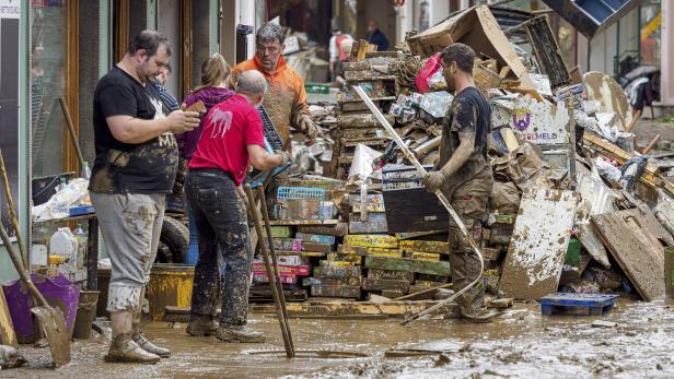"""Katastrophale Ausmasse und Schaeden nach Unwettertief """"Bernd"""""""