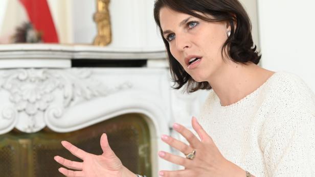 INTERVIEW: EUROPAMINISTERIN KAROLINE EDTSTADLER (ÖVP)