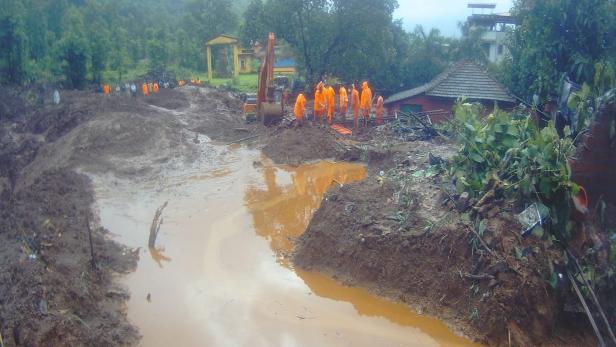 Heavy rainfall and flooding in Maharashtra kills 75 people