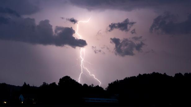 Gewitter ziehen über Mittel- und Oberfranken