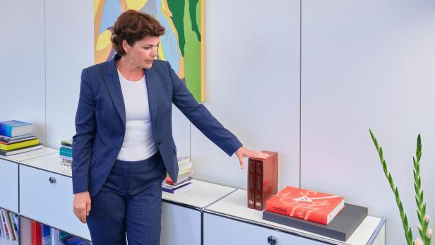 Pamela Rendi-Wagner in ihrem Büro