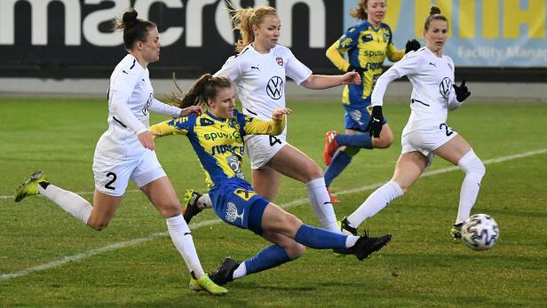 FUSSBALL: FRAUEN-CHAMPIONS-LEAGUE: SKN ST. PÖLTEN FRAUEN - FC ROSENGAARD