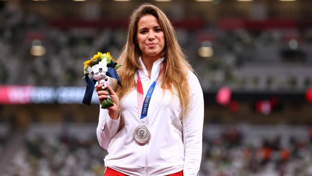 Athletics - Women's Javelin Throw - Medal Ceremony