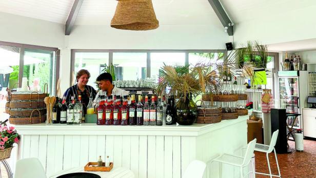 Luv Beachclub Bar