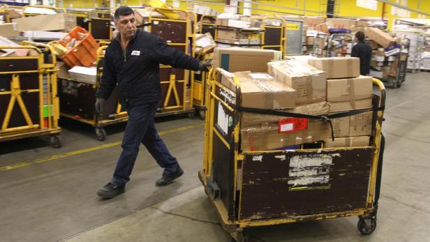 Die Post Bringt Päckchen Höhere Tarife Und Elektrischen Strom