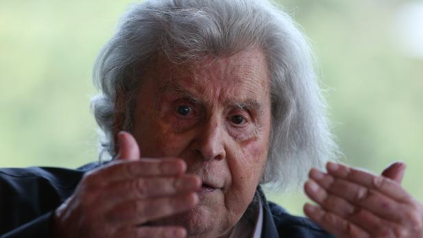 Greek composer Mikis Theodorakis presents his last book