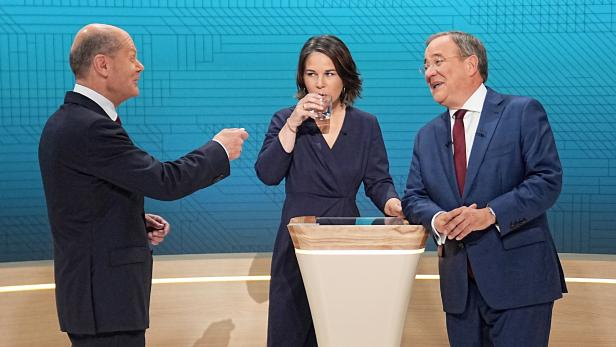 Public TV live debate of German top candidates for Chancellorship