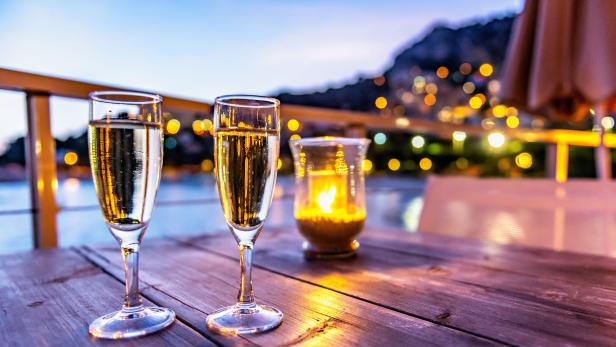 Champagne & romantic atmosphere