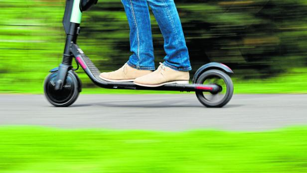 FILES-GERMANY-TRANSPORT-LIFESTYLE-E-SCOOTER